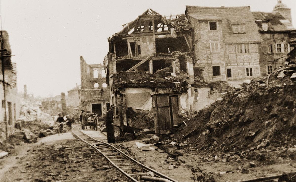 Firmengebäude im Krieg zerstört